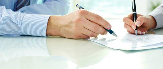 Contrato de gestación subrogada entre los padres y la gestante